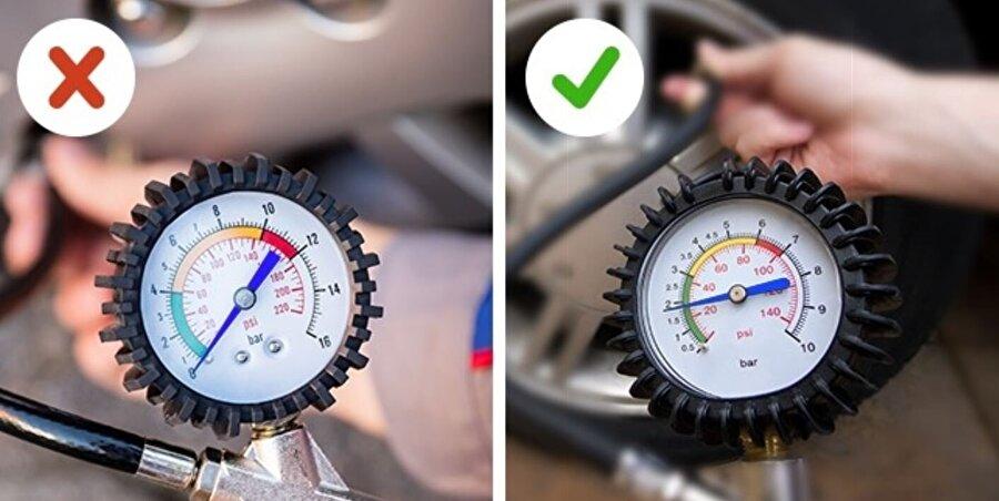 Lastik basıncını belirli rutinler oluşturarak kontrol etmek gerekiyor. Az ya da fazla şişen lastikler çeşitli şekillerde yakıt tasarrufunu etkileyebiliyor; üstelik kaza riskini de artırıyor.