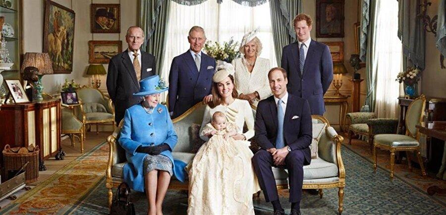 Kraliyet mensuplarının birlikte seyahat etmeleri yasak                                                                           Uçuş sırasında yaşanabilecek herhangi bir ölümcül kazaya karşın, kraliyet neslinin devam etmesi açısından Prens William, Prenses Kate ve çocukları uçuşlarını daima yalnız gerçekleştiriyor.