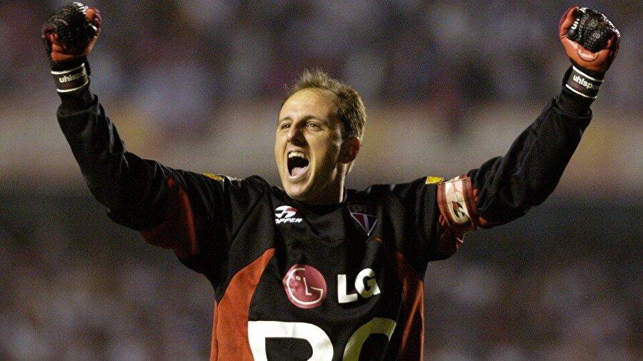 Ceni, 17 yaşında transfer olduğu Sao Paulo'da zaman içinde birinci kaleci olmayı başardı.