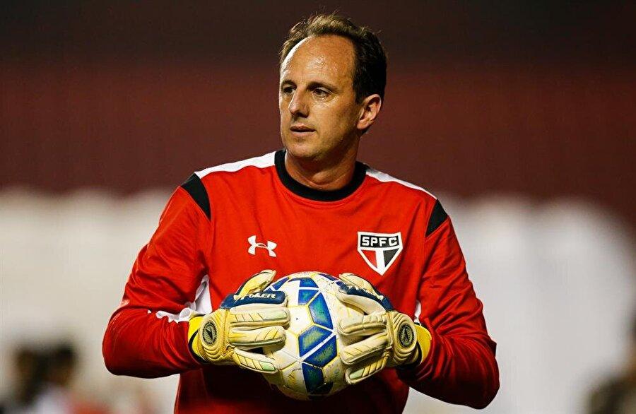 Ceni; Sao Paulo formasıyla üç kez Brezilya Serie A şampiyonluğu ve iki Libertadores şampiyonluğu yaşadı.