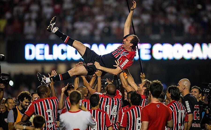 Aralık 2015'te yani 42 yaşında futbol kariyerine nokta koyan Ceni kısa süre sonra yıllarca formasını giydiği Sao Paulo'nun başına geçti. Ancak Ceni'nin teknik direktörlük macerası yarım sezonda noktalandı.