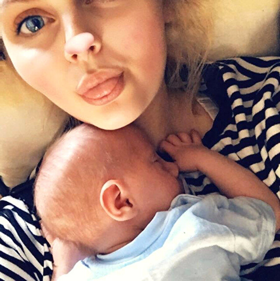 """""""Dört saat benim için dokuz ayın tamamıydı""""                                      Genç anne Connie Whitton, """"Saat 9'da hamile olduğumu öğrendim ve saat 1.05'de bebeğimi kollarımda gördüm. Bu dört saat benim için dokuz ayın tamamıydı diyebilirim"""" diye konuştu."""
