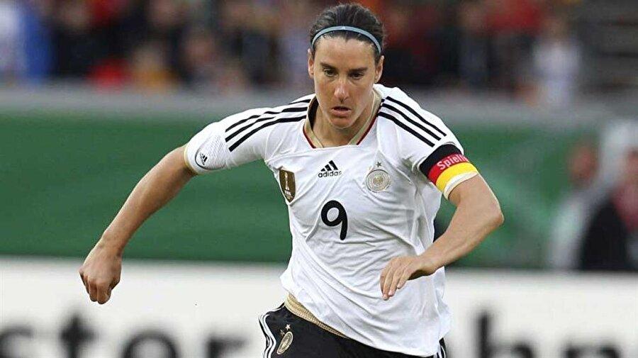 """Prinz; 2003, 2004, 2005 yıllarında FIFA tarafından """"Yılın en iyi kadın futbolcusu"""" seçildi."""