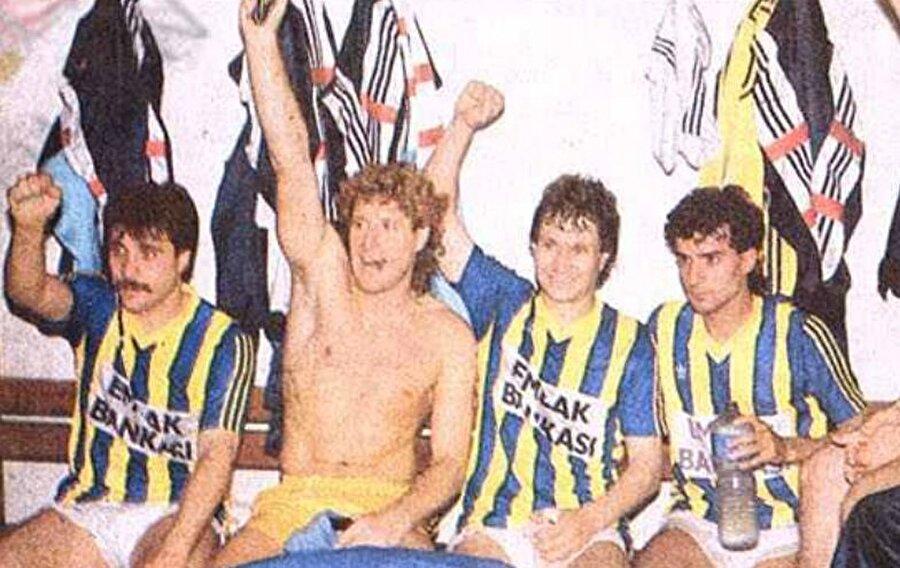 Yetkiner; 1982-83, 1984-85 ve 1988-89 yıllarında Fenerbahçe'yle birlikte şampiyonluk kupalarını kaldırdı.