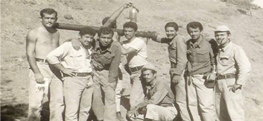 Yaşları 18 ile 25 arasında değişen 400'ü aşkın vatanperver üniversitelerini bırakarak  ülke savunması için etrafı kuşatılmış sarp ve dağlık bir bölgede Rumlara karşı direnerek şehit ve gazi oldu, Erenköy'ü Makarios'a bırakmadı