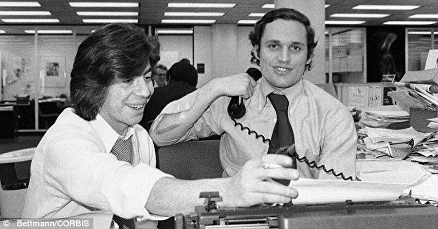 Muhalefet ve Washington Post'tan gazeteciler Bob Woodward ve Carl Bernstein skandalın peşini bırakmayınca  olaylar iyiden iyiye büyüdü ve davalar açıldı. Nixon ses kayıtlarını teslim etmek zorunda kaldı. Başkan Nixon'un Haldeman ile yaptığı görüşmenin ses kayıtlarını inceleyen yetkililer, ses bandında 18,5 dakikalık bir bölümünün silinmiş olduğunu tespit etmişti. Belgelere göre, ses bandındaki kayıp bölümün sekreteri Rose Mary Woods'un da daha önce ifade ettiği gibi yanlışlıkla silindiğini anlatan Nixon ifadesinde, bandın silinen kısmında ne söylediğini hatırlamadığını belirtti.                                                                                                                                                                                                                                                                                                                                                                                                                                                                                                                                                                                                                                          Watergate skandalı o dönemin Amerikan basınında gündemi uzun süre işgal etti.