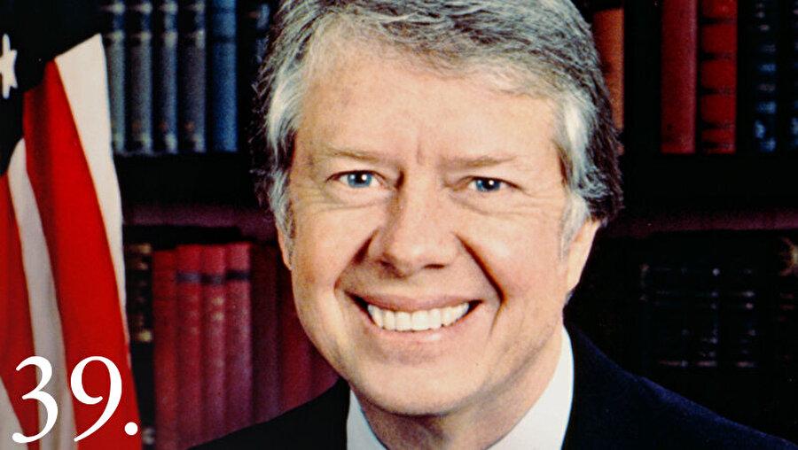 Başkan Ford, herhangi bir suçtan ceza almaması için 1976 seçimlerinden önce başkanlık yetkisini kullanarak Nixon'ı affetti. Ancak bu af Ford'un başkanlığına mal oldu, seçimi Demokrat Parti'den Jimmy Carter kazandı.                                                                                                                                                                                                                                                                                                                                                                                                                                                                                                                                                                                                                                          ABD Eski Başkanı Carter