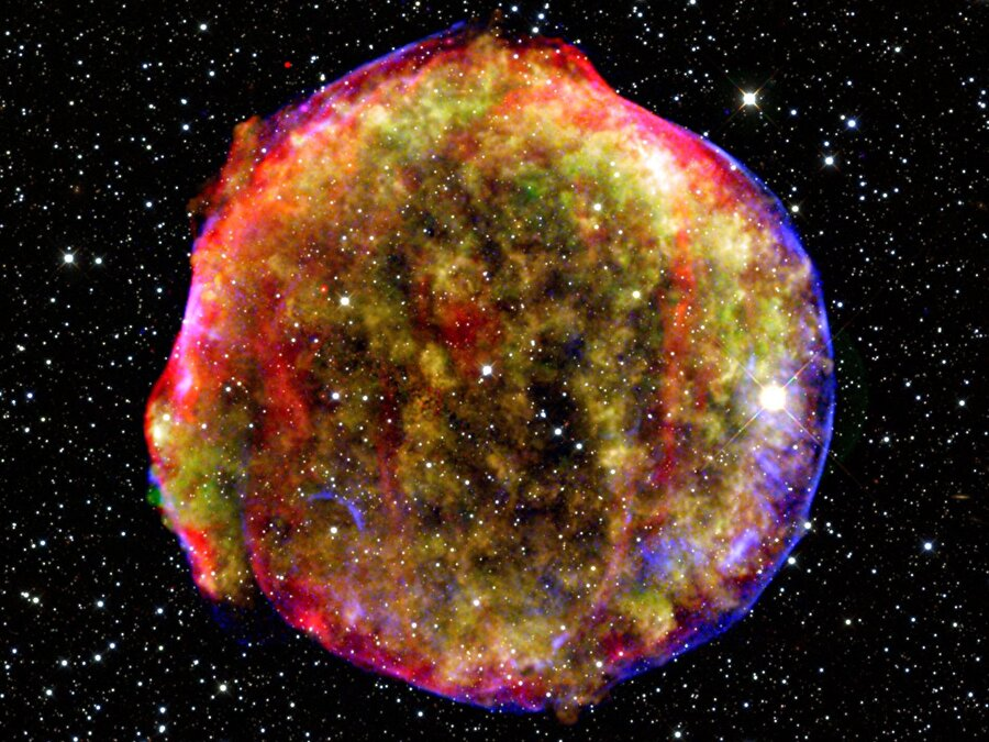 Ortalama olarak bir beyzbol topu büyüklüğünde bir süpernova yıldızının dünyaya getirilebilme şansı olsaydı ağırlığı New York'taki Empire State Binası kadar olacaktı.