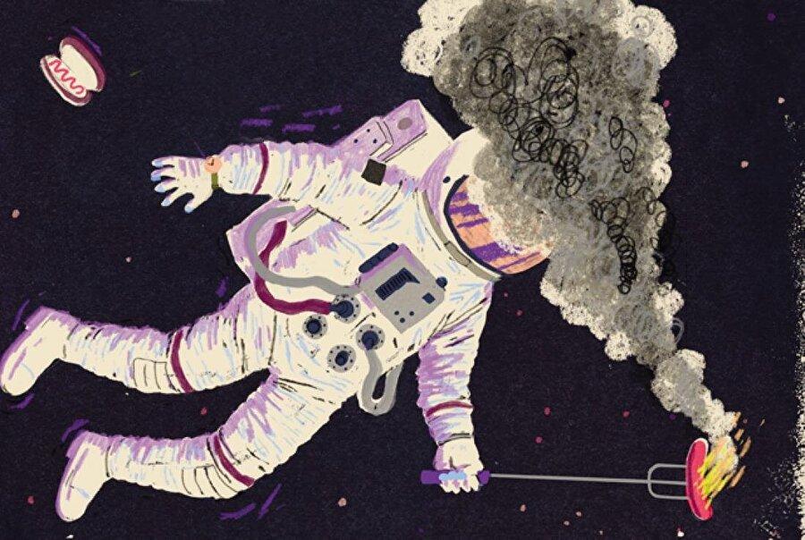 Uzaydan dönen astronotların yorumuna göre uzay, katı haldeki biftek, sıcak metal ve kaynak dumanı gibi kokmaktadır.