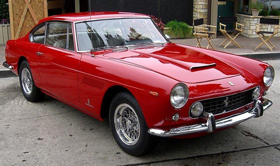 Ferrari 250GT                                      Ardından Alfa Romeo 1900, Lancia Aurelia B20, Jaguar E-Type, Maserati 3500GT ve Mercedes-Benz 300SL satın alıp kullanan Ferrucio, hayal ettiği performansa kavuşamayınca soluğu bir Ferrari 250GT'nin şoför koltuğunda aldı.