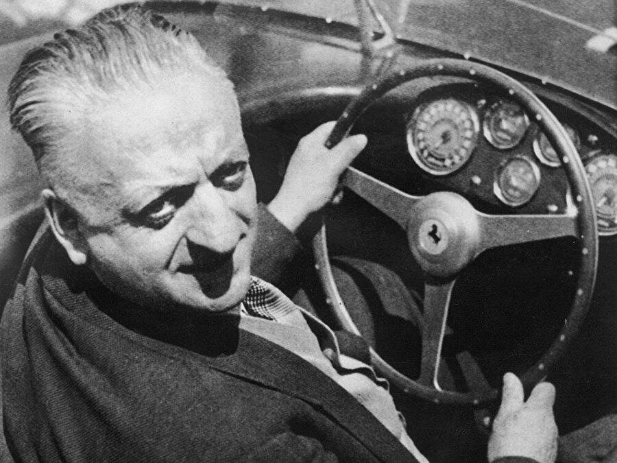 Enzo Ferrari                                      Fabrikaya varınca, Ferrari'nin kurucusu Enzo Ferrari ile görüşen Ferrucio Lamborghini şikâyetlerini dile getirir ve çözüm için önerilerde bulunur.