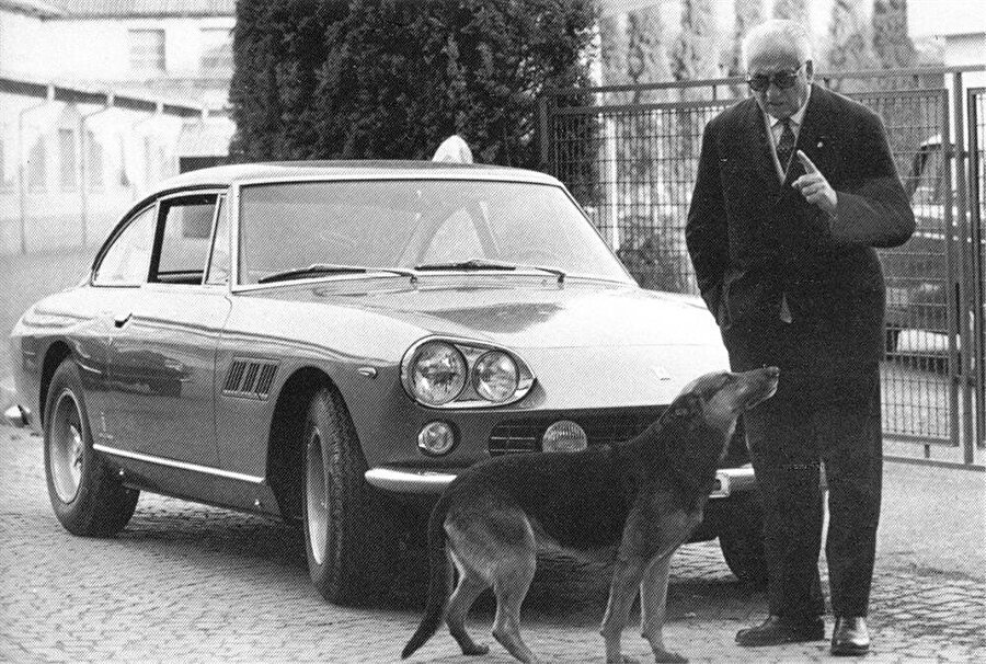 """Bu duruma oldukça sinirlenen Enzo Ferrari, dünyanın en hızlı araçlarını üreten markanın kurucusu olmanın da verdiği özgüvenle """"Sen bir traktör üreticisisin Ferruccio ve bir traktör üreticisi asla Ferrari'yi eleştiremez"""" cevabını verir ve günümüzün spor otomobillerinin büyük rekabeti bu cümle kurulduktan sonra başlar."""