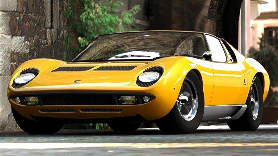 Lamborghini Miura İkinci model olan dört kapılı 400GT bekleneni verememiştir ancak, bu araçtan iki yıl sonra üretilen Lamborghini Miura, ismi dövüş boğası eğitimcisi olan Don Eduardo Miura'dan esinlenilmiştir, ortada olan motoruyla otomobil dünyasında çığır açan bir araba olur ve günümüz spor araçlarına giden yolun temelleri Ferruccio Lamborghini'nin kurmuş olduğu Automobili Lamborghini fabrikasında atılır… Günümüzde iki markanın kıyasıya rekabeti ortaya benzersiz spor arabalar çıkarmaya devam ediyor.