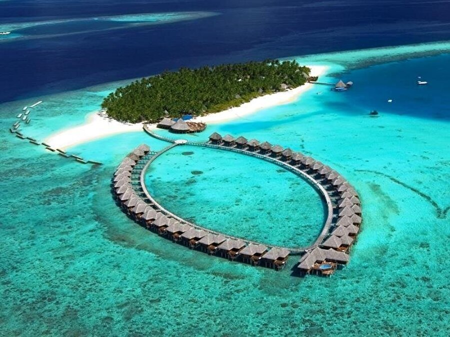 Tuvalu 233 km²'lik alanda kurulu olan Tuvalu'da 12 bin kişi yaşıyor.