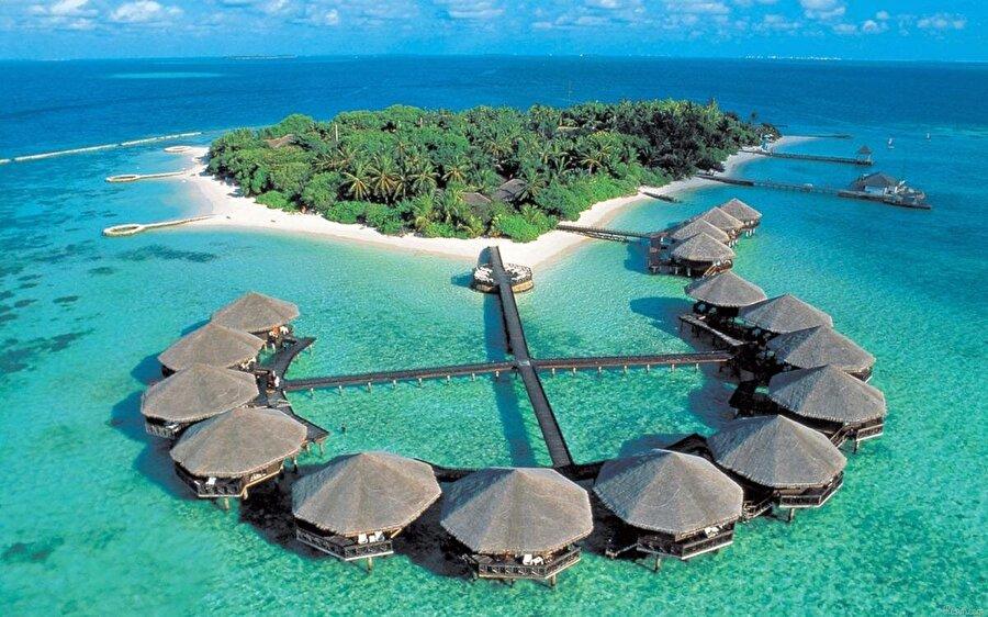 Maldivler 340 bin kişinin yaşadığı Maldivler'in yüz ölçümü 2978 km²'dir.