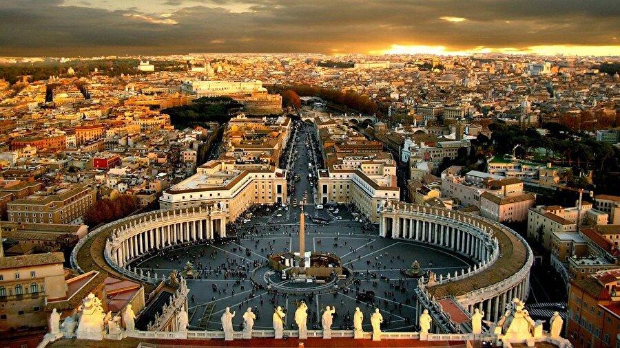 Vatikan Nüfusu 750 kişi olan Vatikan'ın yüz ölçümü 5 km²'dir.