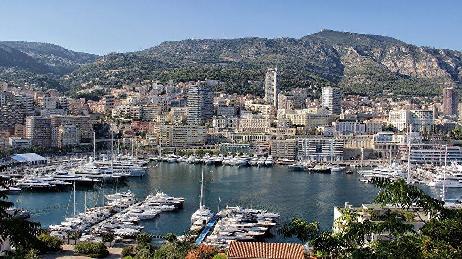 Monako 32 bin kişinin yaşadığı Monako'nun yüz ölçümü 18 km²'dir.