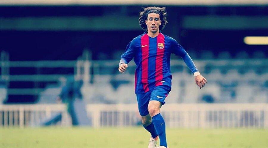 Sol bek: Marc Cucurella  Genç yıldız, Barcelona B takımında sol bek için bir cevher yatıyor ve sadece 3 milyon euro'ya alınabiliyor. Cucurella en çok da hız, çabukluk özellikleriyle dikkat çekmeyi başarıyor. İyi bir antrenman programından sonra karşısına çıkacak sağ kanatları hayata küstürecek potansiyele sahip. Overall rating'i de gelecekte 86'ya kadar çıkabiliyor.