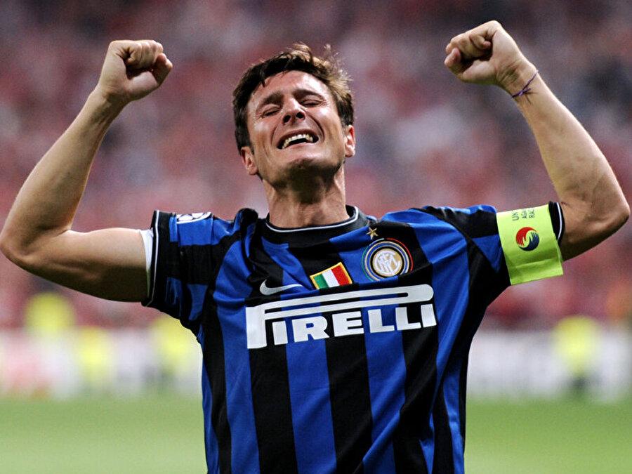 Javier Zanetti Inter tarihine adını altın harflerle yazdıran Javier Zanetti de kaybedenler kulübü üyesi!  Javier Zanetti Arjantin Milli Takımı'yla 2 Konfederasyon Kupası ve bir Güney Amerika Kupası kaybetti. 1997'de UEFA Kupası'nda Schalke 04 ile karşılaşan Inter rakibine boyun eğdi. Böylelikle Arjantinli futbolcu bir finalden daha boynu bükük ayrıldı.