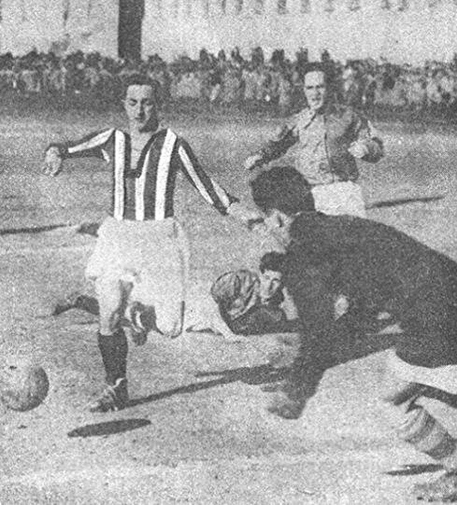 Fenerbahçe kaptanlığına kadar yükselen Zeki Rıza, sarı-lacivertli forma altında 352 maça çıkıp 470 gol attı.