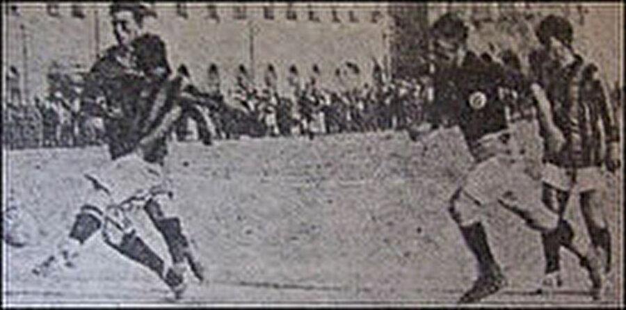 Zeki Rıza Sporel 19 yıl formasını giydiği Fenerbahçe'de 4 İstanbul Ligi Şampiyonluğu ve 2 İstanbul Cuma Ligi zaferi yaşadı.