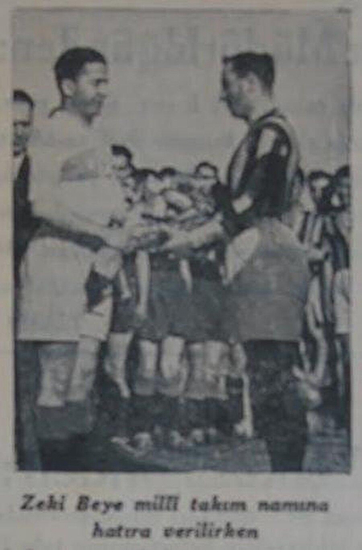 Zeki Rıza, Türkiye'yi uluslararası tenis müsabakalarında temsil etti. 1934 yılında futbol kariyerine nokta koyan Zeki Rıza asla spordan kopmadı.