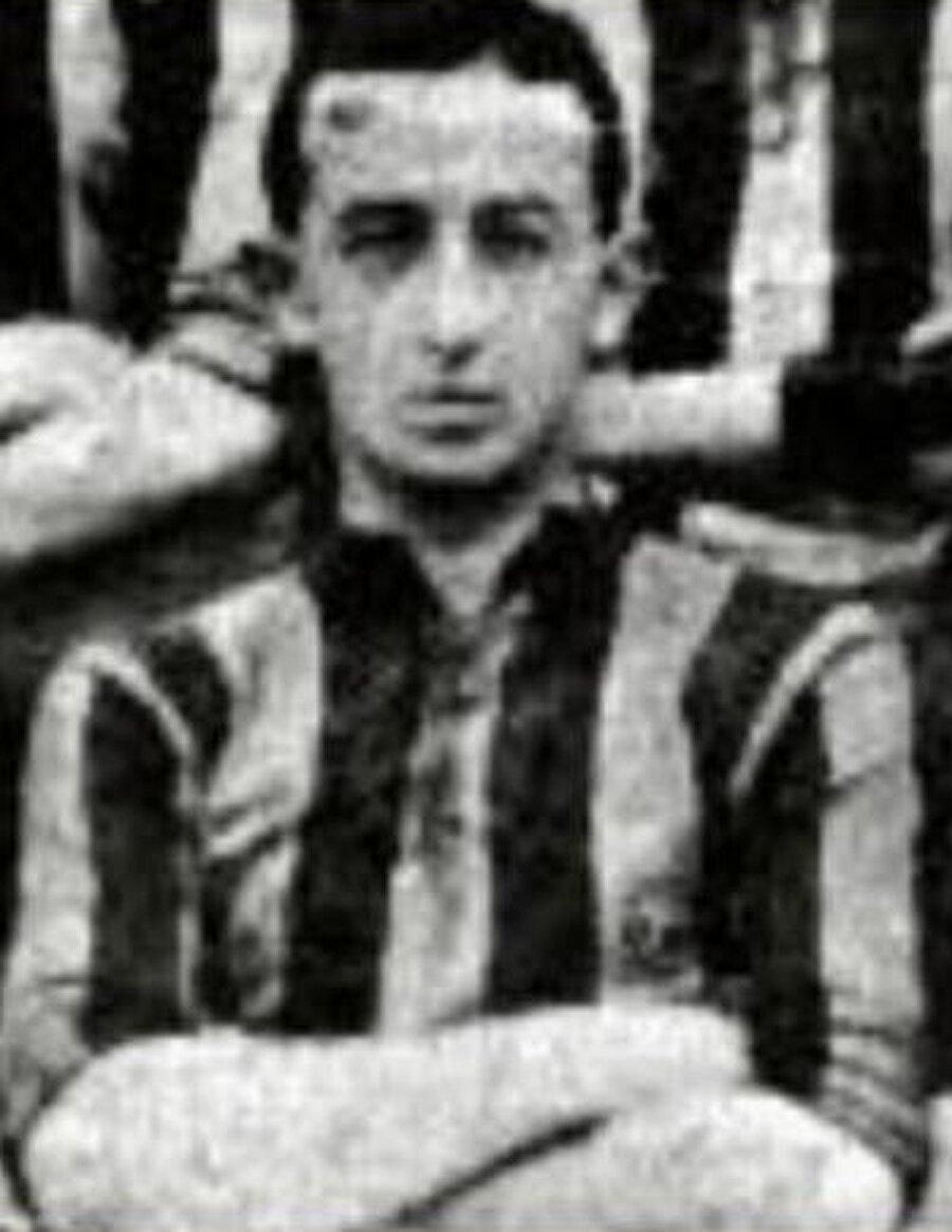 Zeki Rıza'nın spora düşkün bir ailede büyüdüğünün en önemli kanıtı kardeşlerinin de futbolcu olmasıdır. Hasan Kamil Sporel ve Arif Sporel de Türk futbolu için önemli isimlerdi.