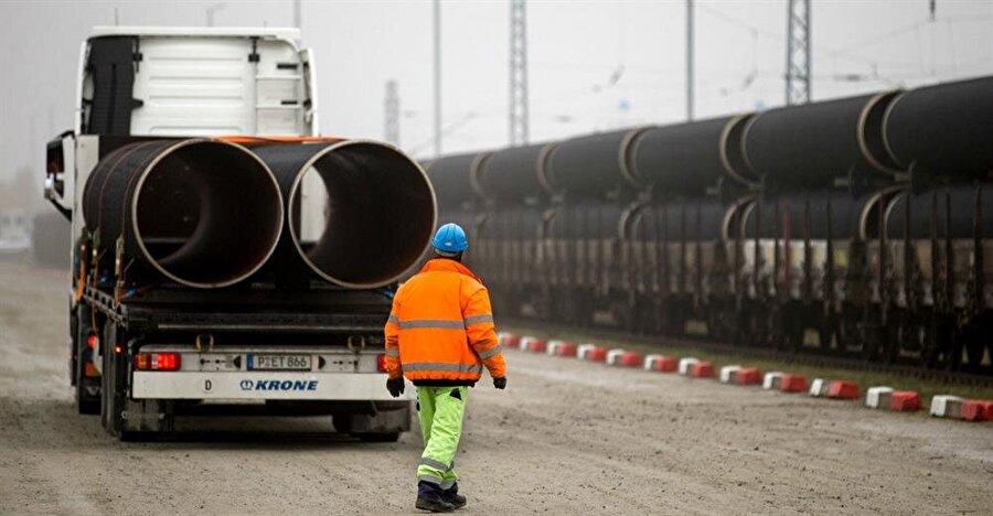 Projenin Türkiye için avantajları                                      Türkiye enerjide transit ülke konumunu daha da güçlendirecek, Türkiye'nin satılan gaz konusunda pazarlık kabiliyeti arttırılacak. Türk Akımı, Türkiye'nin dünyadaki konumunu güçlendirerek, ülkeyi küresel çapta önemli bir etkene dönüştürecek. Avrupa'ya Rusya'dan açılan iki büyük gaz dağıtım kapısından biri olmanın getirdiği jeostratejik konumundan faydalanacaktır.