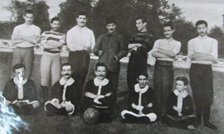 TFF ne zaman kuruldu?  Türkiye Futbol Federasyonu Yusuf Ziya Öniş başkanlığında 1923 yılında kuruldu. O dönemki ismiyle Futbol Heyet-i Müttehidesi, Türk futbolu için önemli adımlar attı. Türkiye 21 Mayıs 1923 tarihinde FIFA'nın 26. üyesi oldu.