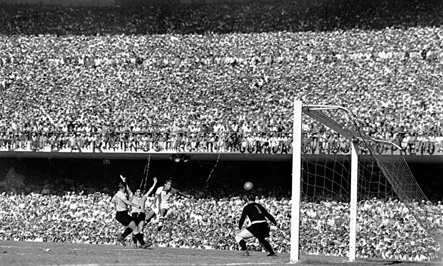 Brezilya'ya neden gidilmedi?  Türk Milli Takımı 1950 Dünya Kupası'na katılma hakkını elde etti. Ancak bir sorun vardı. Turnuva Brezilya'da düzenlenecekti. Türkiye'nin bu turnuvaya katılması ise maddi açıdan imkansızdı. Hem yol hem de maddi gerekçeler nedeniyle Türkiye 1950 Dünya Kupası'na katılmadı.