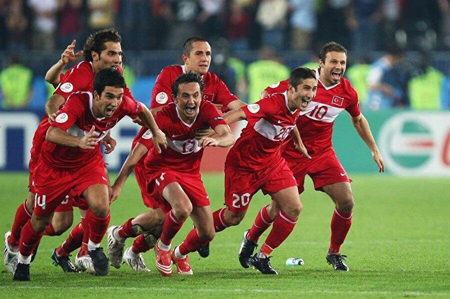 EURO 2008 coşkusu EURO 2008'de ise Türkiye son 4 takım arasında yer alarak bu alandaki en önemli başarısını elde etti. 2008'den sonra ise Türkiye adeta çöküşe geçti.