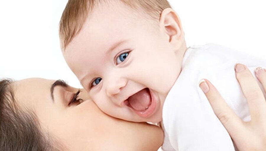 İlk 6 ay anne sütü!                                                                                                                                                                                                                               Bu durumda kafanızı karıştıran soru işaretleri varsa, mutlaka doktorunuza başvurun. Türkiye'de Sağlık Bakanlığı ilk 6 ay sadece anne sütü verilmesini tavsiye ederek ilk 4 ayda anne sütü dışında herhangi bir ek besinin bebeğe verilmesini önermiyor.