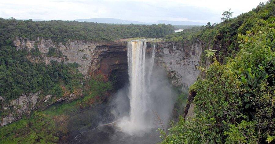 Guyana                                      Başkent: GeorgetowNüfus: 750 binYüzölçümü: 272.046 km²Dili: İngilizce