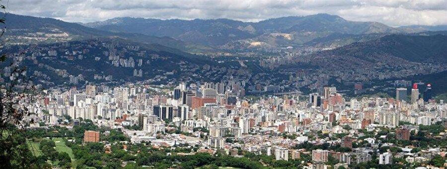 Venezuela                                      Başkent: KarakaşNüfus: 31 milyonYüzölçümü: 882 bin km²Para Birimi: Bolivar fuerte     Kuruluş: 5 Temmuz 1811Dili: İspanyolca     Para Birimi: Bolivar fuertesiEtnik Yapı: Yüzde 67 melez, yüzde 21 Avrupa kökenli (İspanyol, Portekizli, İtalyan, Alman, Arap), yüzde 10 Afrika kökenli, yüzde 2 yerliDin: Yüzde 98 Hristiyan, yüzde 2 diğer
