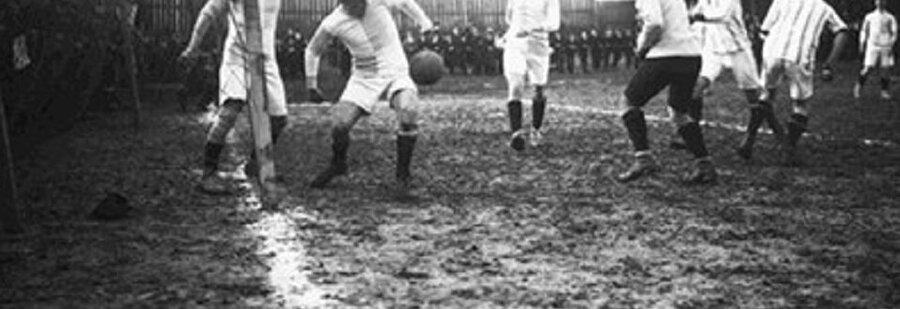 Lig; kırmızı ve beyaz olmak üzere iki grupta oynandı.