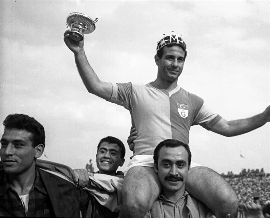 Galatasaray'ın şampiyon olduğu sezonda 38 gol atan Metin Oktay, gol kralı unvanıyla sezonu tamamladı.