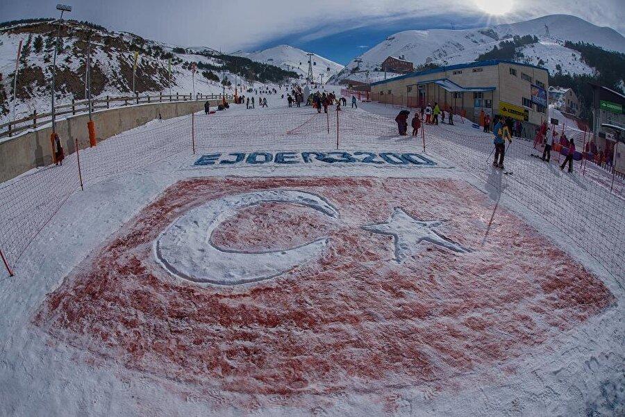 Ejder 3200                                      Erzurum Büyükşehir Belediyesi'nin Özelleştirme İdaresi'nden devralmasıyla Palandöken kayak merkezinin çehresini Ejder 3200 ile değiştirdi. Palandöken, Büyükşehir'in geliştirdiği projelerle muhteşem bir merkeze dönüşmüştür. Son üç yıldır kapalı olan kayak merkezlerinin açılmasıyla 19 kilometre fiber altyapı kurulumu da tamamlandı.