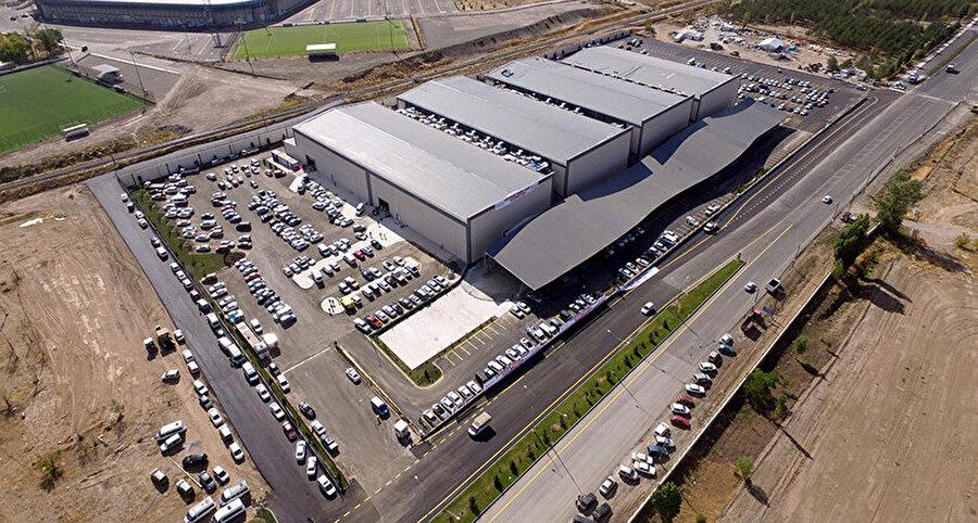 Recep Tayyip Erdoğan Fuar Merkezi                                      Orta Doğu'nun en büyük fuar merkezi Erzurum'da. İlk organizasyonda ziyaretçi rekoru kırmıştır. 25 bin metre kare kapalı olmak üzere toplmda 40 bin metre kare alanı kapsamaktadır.