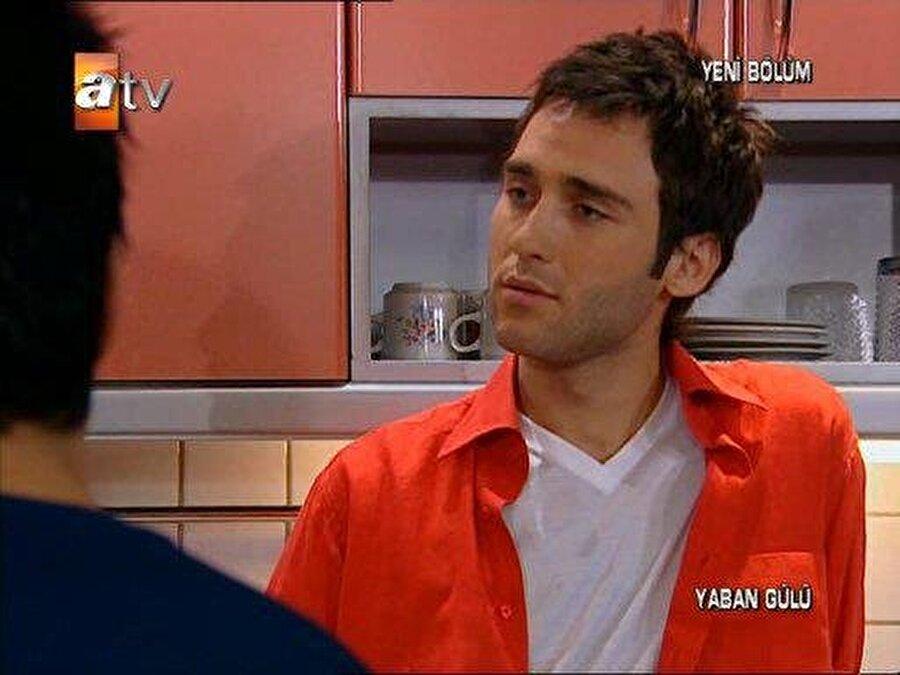 """İlk kez Yaban Gülü dizisinde rol aldı                                                                                                                                                                                                                               Birçok reklam filminde yer Seçkin Özdemir, ilk kez 2008 yılında ATV 'de yayınlanan """"Yaban Gülü"""" ile ekranlarda yerini aldı. ."""