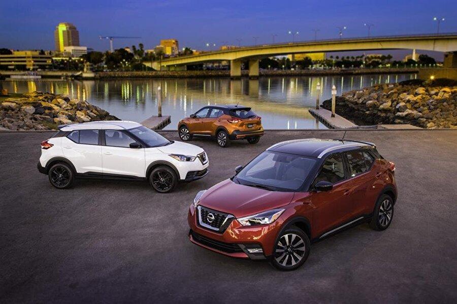 2018 Nissan Kicks                                      Nissan, kompakt SUV sınıfında Juke'un yerini alacak olan Kicks otomobilini Los Angeles oto fuarında sergiledi. 1,6 litre dört silindir turbo benzinli motora sahip olan Kicks, Juke'a kıyasla daha kabul edilebilir bir dizayna sahip. Yeni Nissan Micra ile başlayan tasarım dilinden etkinlendiği görülen otomobilde Apple CarPlay ve Android Auto destekli 7 inç araç içi bilgi sistemi bulunacak. 125 beygirlik otomobilin satışına 2018'in baharında başlanacak.