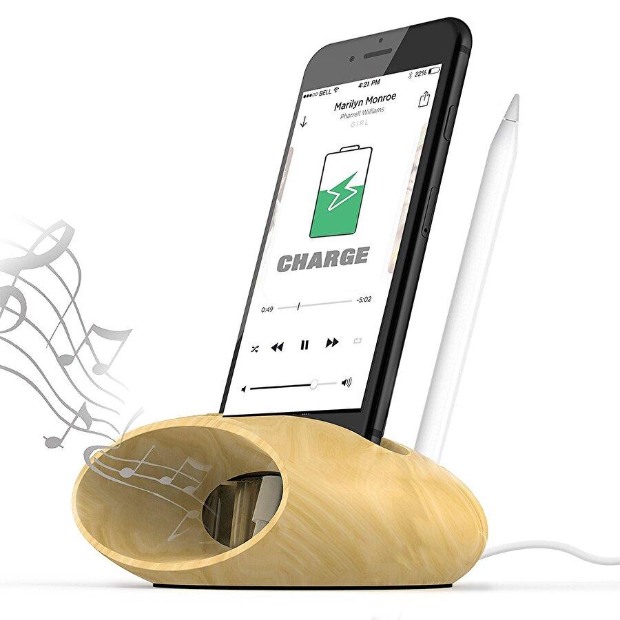 Yüksek ses                                                                                                                                                                                                                                                                    Batarya düşmanı aktiviteler sayılırken akla gelmesi en zor faktörlerin başında yüksek sesin geldiği söylenebilir. İşin aslı ise telefon hoparlörümüzün bataryanın durumunu şiddetli şekilde etkilemesi. Yüksek sesle müzik dinlerken yalnızca müzik dinlediğimiz uygulama değil, hoparlörlerimiz de şarjımızdan çalıp götürebiliyor…