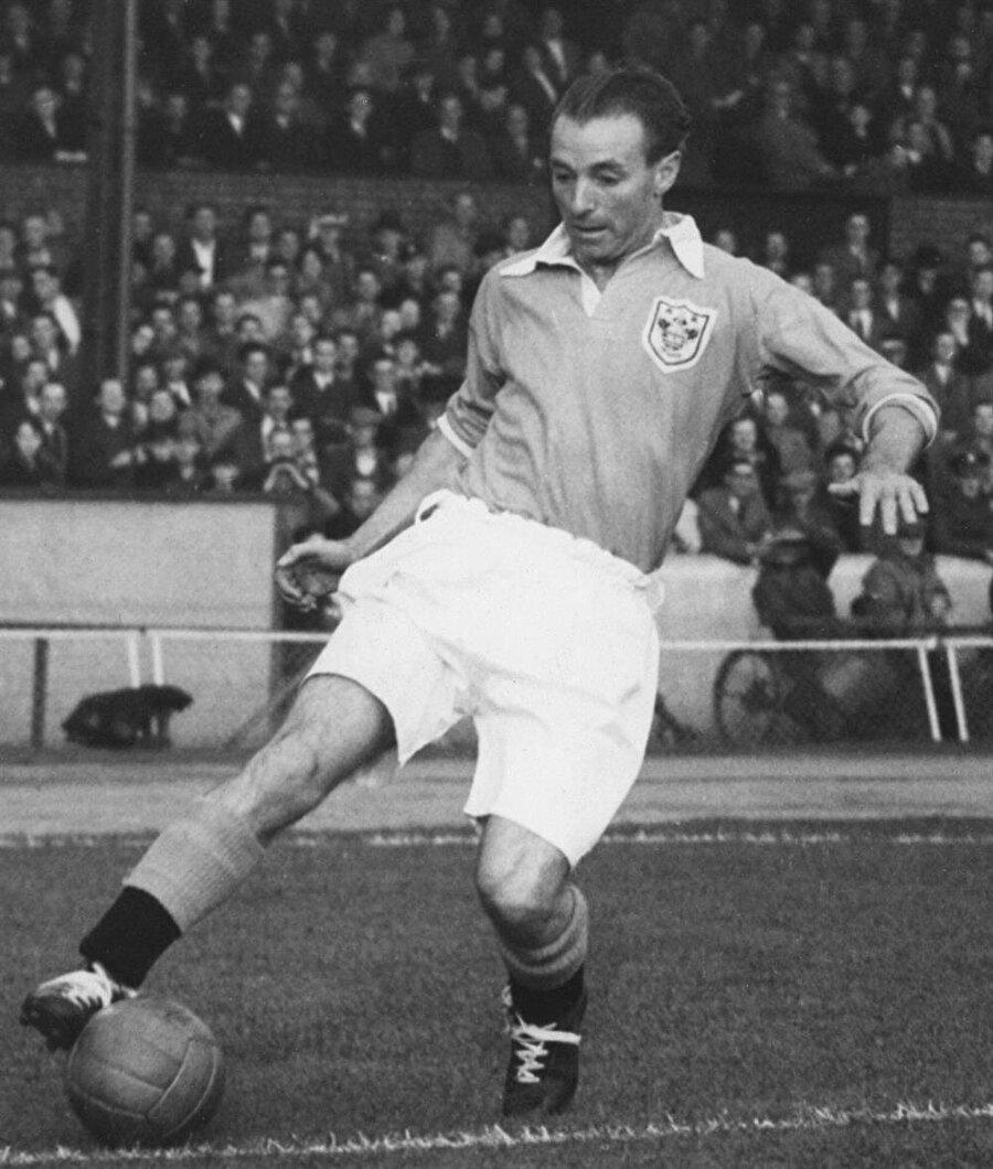 """Sir Stanley Matthews                                      """"Top Sihirbazı"""" lakabıyla tanınan İngiliz futbolcu Sir Stanley Matthews 50 yaşına kadar futbol oynadı. 1 Şubat 1915 yılında dünyaya gelen Hatthews 55 yaşında da birkaç kez maça çıkmıştır. İngiltere Milli Takımı'nın önemli orta saha oyuncularından biri olan Matthews 23 Şubat 2000'de 85 yaşında vefat etti."""