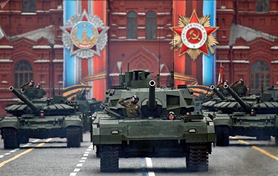 2.) Rusya                                                                                                                                                     Aktif personel sayısı: 4 milyon 17 bin 110    Savunma bütçesi: 46 milyar 600 milyon dolar     Tank: 15,398     Savaş Uçağı: 3,547     Uçak gemisi: 1    Askeri denizaltı: 60