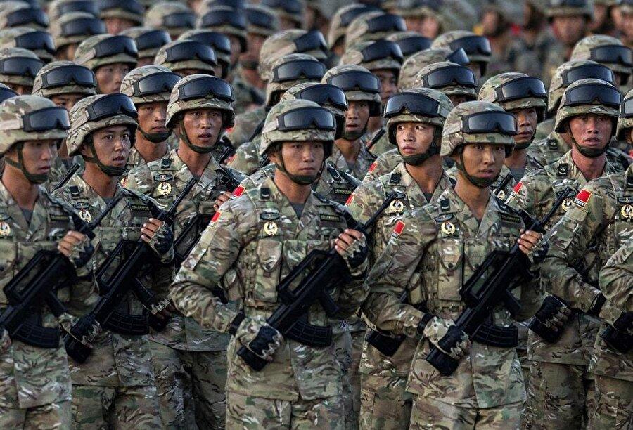 3.) Çin                                                                                                                                                     Aktif personel sayısı: 4 milyon 635 bin     Savunma bütçesi: 155 milyar 6 milyon dolar     Tank: 9,150     Savaş Uçağı: 2,942      Uçak gemisi: 1 (Bir tane daha uçak gemisi önümüzdeki 2 yıl içerisinde envantere katılacakAskeri denizaltı: 68