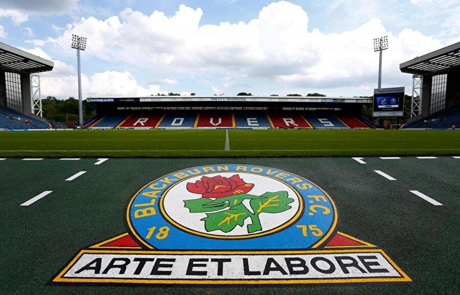 Rica minnet, Blackburn altyapısında bir deneme idmanı ayarlar oğluna. Ama Blackburn büyük bir kulüptür, işlerin ters gitme ihtimaline karşı bir B planı yapar.