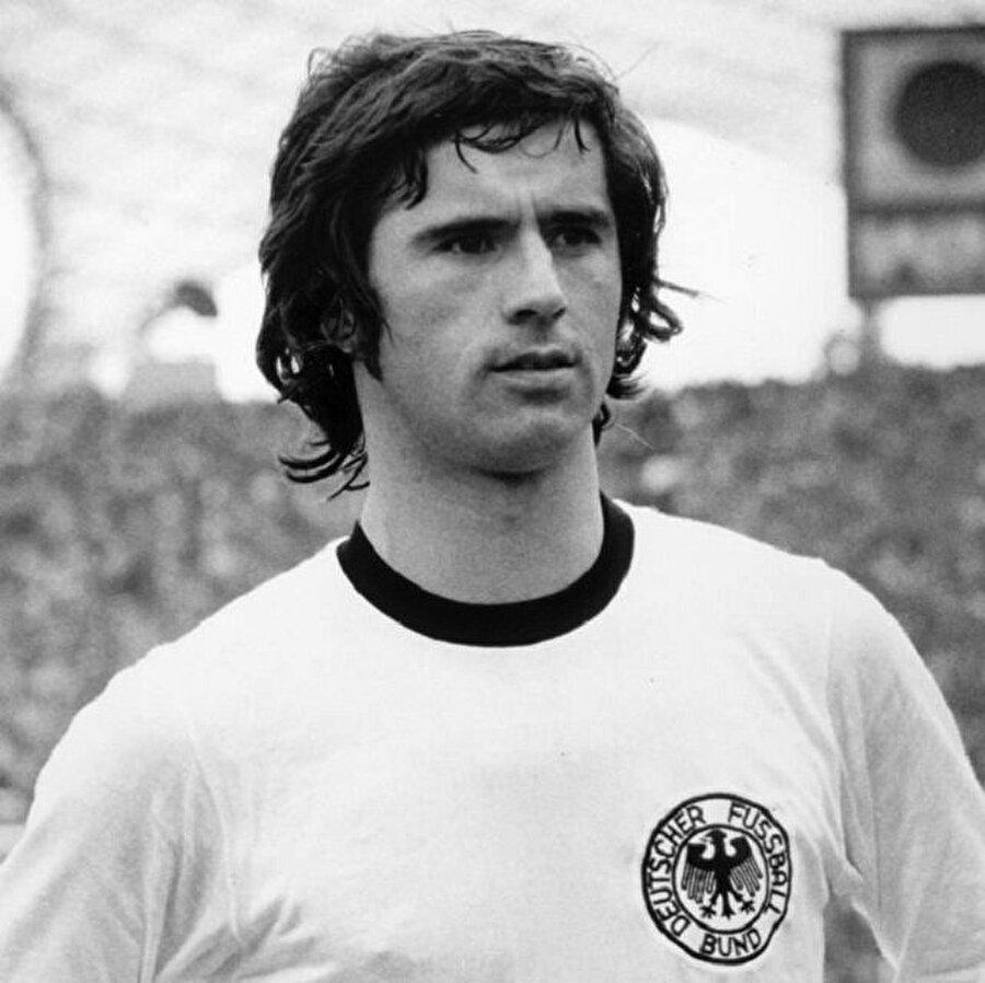 Gerd Müller 3 Kasım 1945 tarihinde Almanya'nın Nördlingen şehrinde dünyaya geldi.
