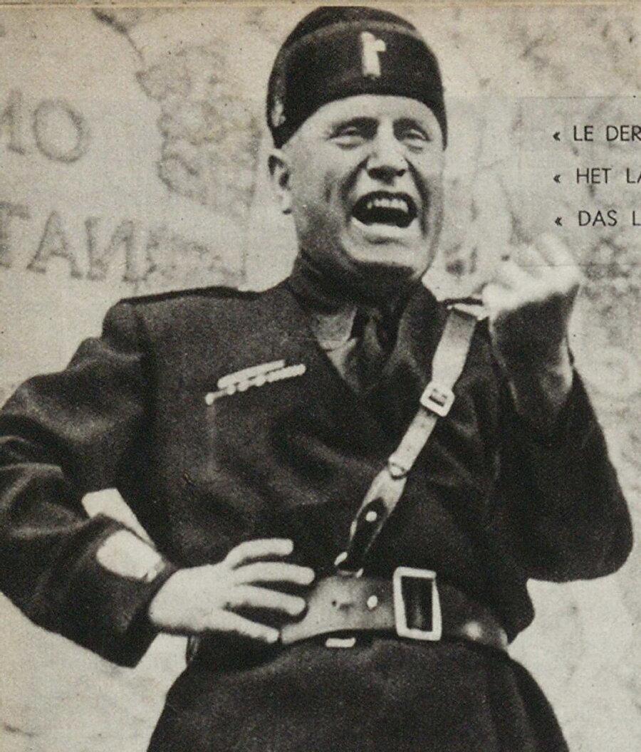 Cephelerdeki ve iç siyasetteki yıkımın ardından 7 Nisan sabahı zırhlı bir araba ve yirmibeş kamyon ile beraber yola koyulan Mussolini'nin gayesi İspanya'ya kaçmak için bir uçağa binmek üzere İsviçre'ye gitmekti.