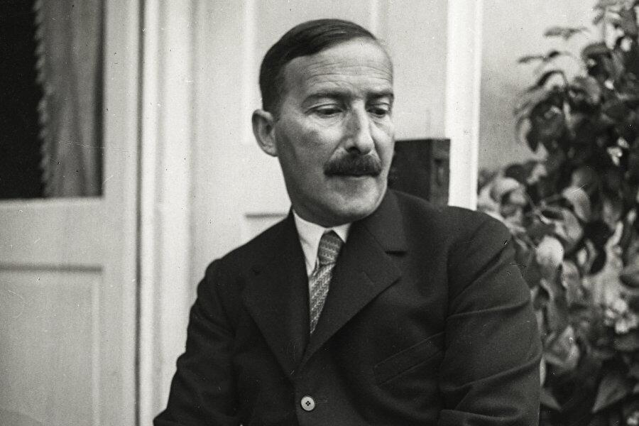 Stefan Zweig kimdir?                                                                           28 Kasım 1881 tarihinde Avusturya Viyana da dünyaya gelen Stefan Zweig, dönemin varlıklı ailelerinden birine sahiptir.