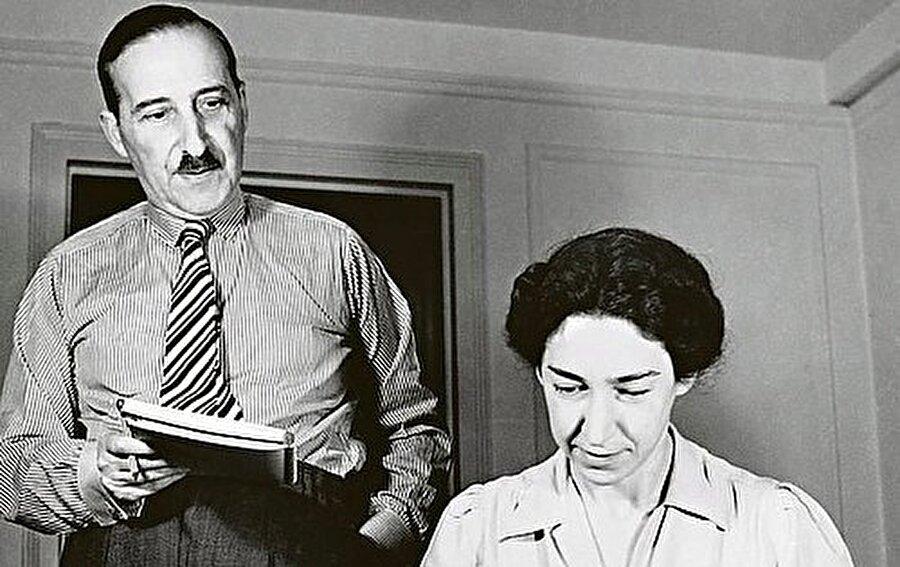 Genç bir kadınla evlenir                                                                           Üniversitede felsefe eğitimi alan Zweig, 1. Dünya Savaşı'ında memur olarak yer almış, savaş sonrasından Salzburga yaşamaya başlamıştır. Burada bir süre yaşadıktan sonra, genç bir kadınla evlenir.