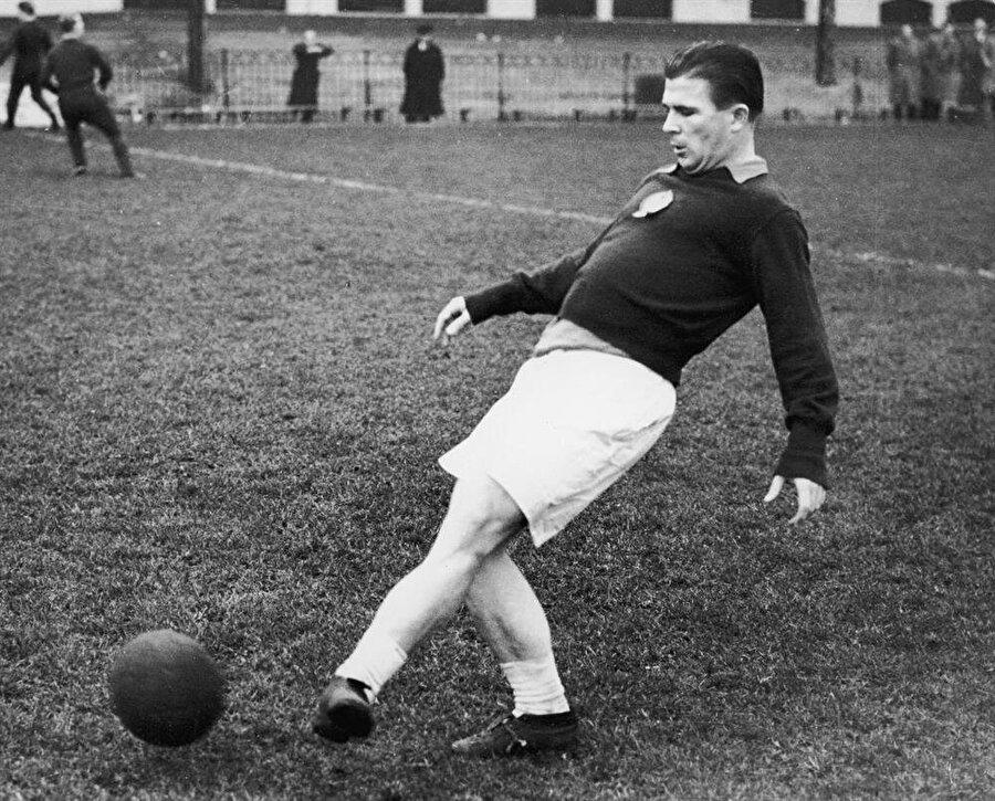 Puskas, 2 Nisan 1927'de Budapeşte'de dünyaya geldi. Ancak Puskas dünyaya geldiğinde ailenin soyadı Purczeld'di. Ferenc, 10 yaşındayken babası soy isimlerini Puskas olarak değiştirdi.